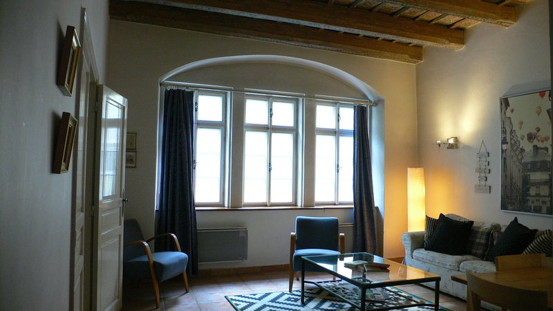 Cool 2 bedroom apartment near Charles Bridge, casa vacanza a Unhost
