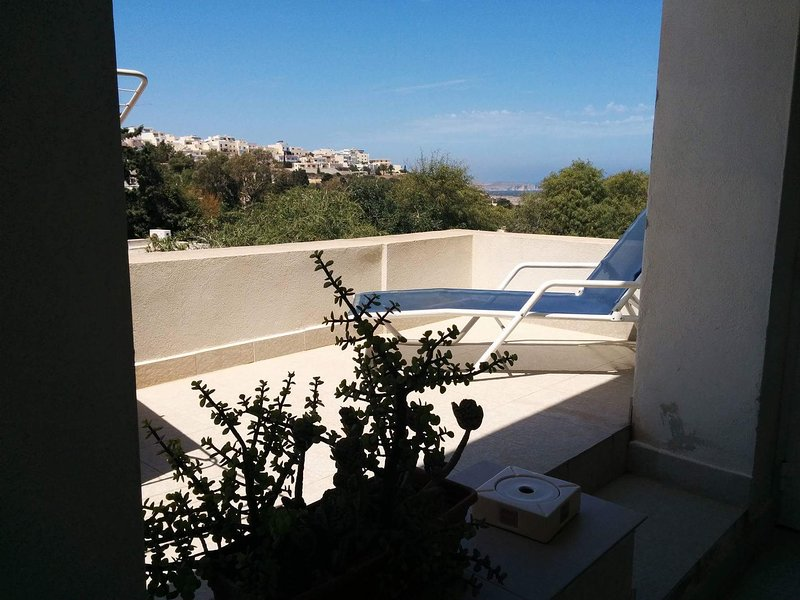 Bright, Airy, Quiet Apartment, vacation rental in Mellieha