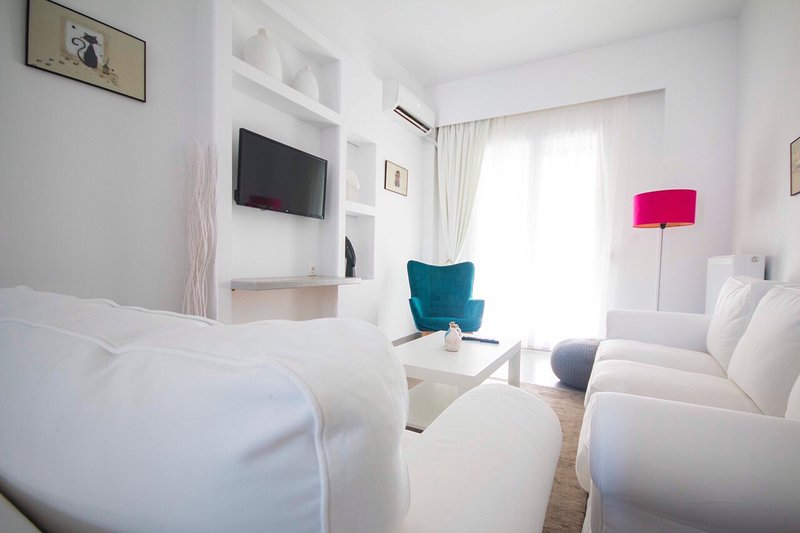 Marina's Luxury Apartment close to Acropolis, holiday rental in Tavros