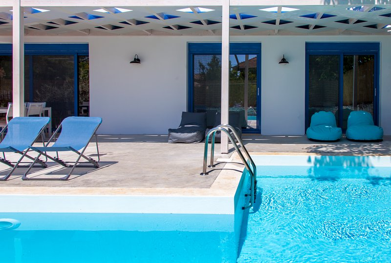 SUPER OFFER! -10% At Villa Galini With Pool For Bookings In EarlyJuly, Book Now!, holiday rental in Mikros Gialos