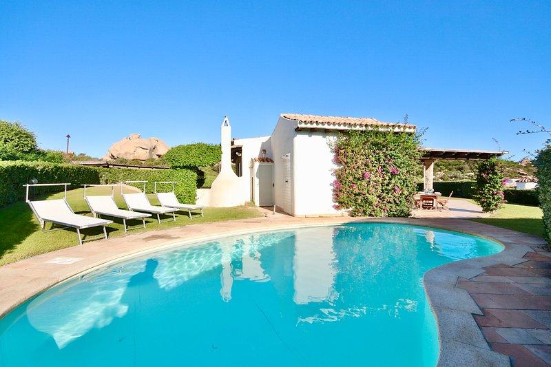 VILLA MADDALENA by KlabHouse-piscina giardino e vista, aluguéis de temporada em Barrabisa
