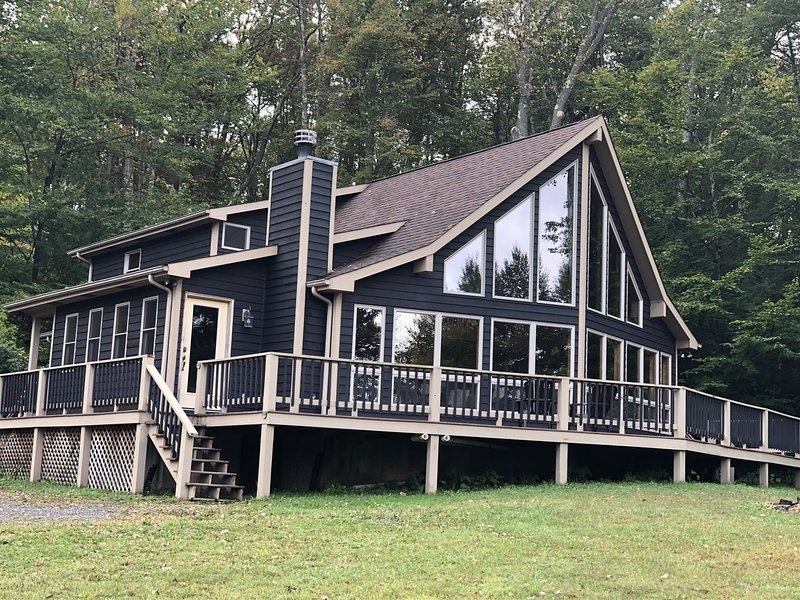 Buck`s Branch - 123 Aspen Knoll Road  Buck`s Branch - Air Conditioning, Fire Pit, holiday rental in Canaan Valley