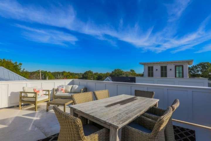 Rooftop deck w/ panoramic views; walk to shops, bars & restaurants or enjoy our, aluguéis de temporada em Mount Pleasant