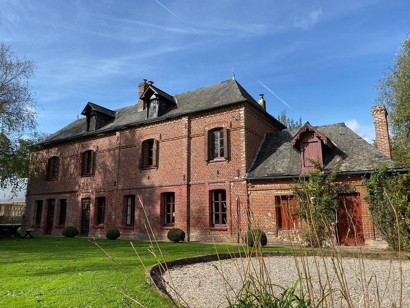 Stunning 5 bedroom French Manor house, Normandy with heated pool, holiday rental in Auffay