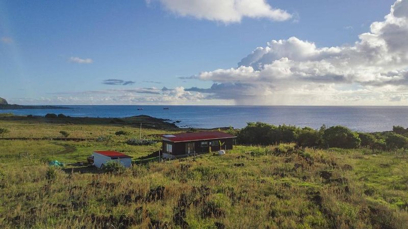 Hiku ote ika HOME & CAR. Bungalow with ocean view., holiday rental in Easter Island
