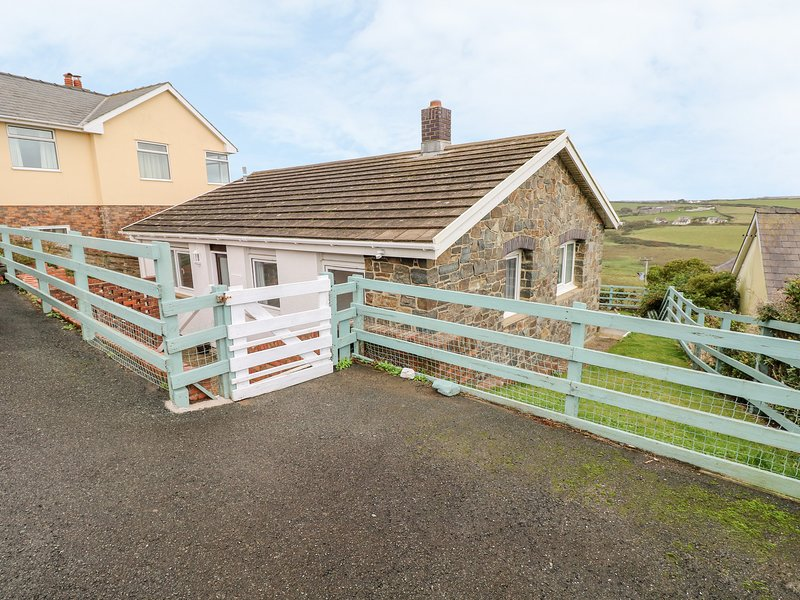 Valley High, Solva, holiday rental in Newgale