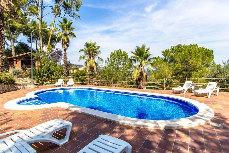 Catalunya Casas: Elegant Villa Siran in Corbera de Llobregat, 30 km to Barcelona, aluguéis de temporada em Palleja