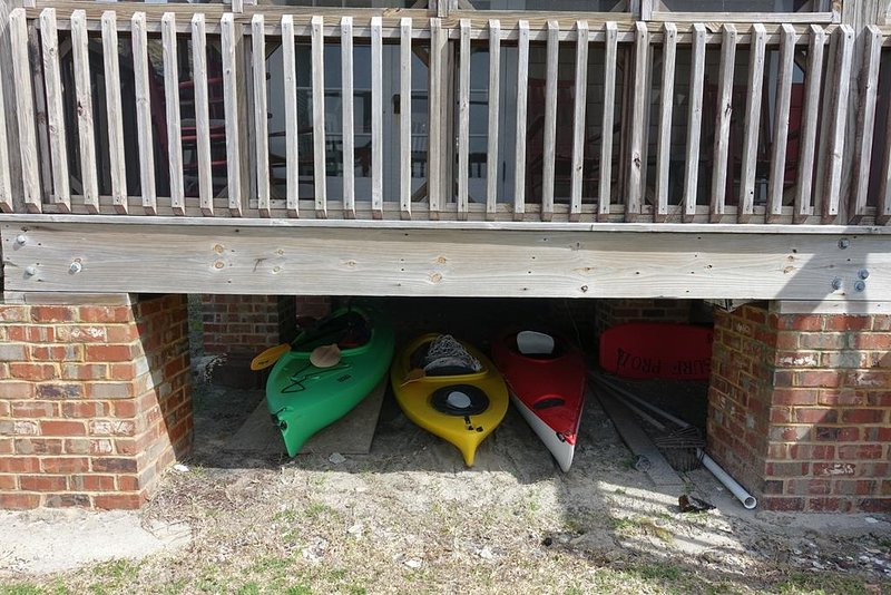 Boat,Transportation,Rowboat,Kayak,Railing