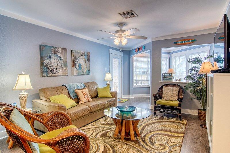 Furniture,Indoors,Room,Living Room,Table