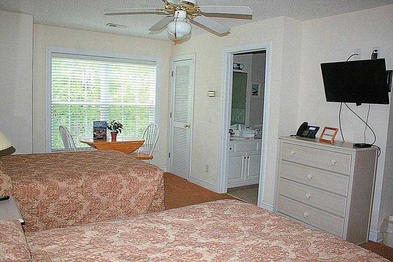 Ceiling Fan,Indoors,Room,Bedroom,Furniture