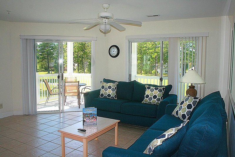 Living Room,Room,Indoors,Ceiling Fan,Furniture