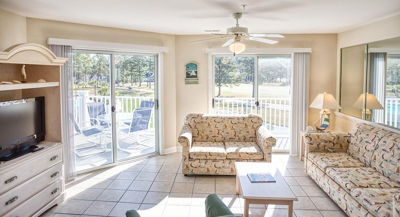 Ventilatore a soffitto, tavolo, mobili, tavolino, interni