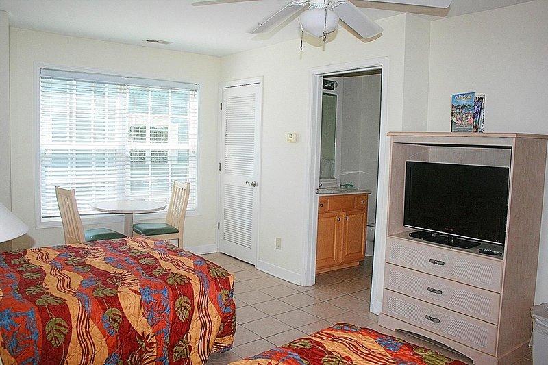 Muebles, silla, ventilador de techo, sala, interior