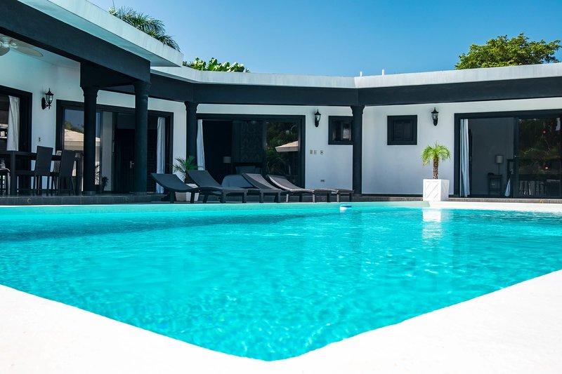 5 Master Suites Casa Linda perfect for large groups, alquiler de vacaciones en República Dominicana