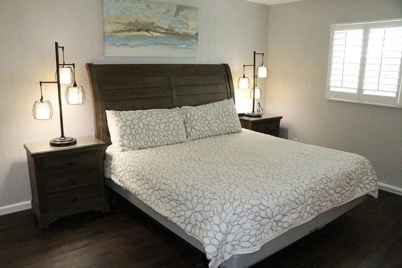 Furniture,Bed,Indoors,Room,Bedroom