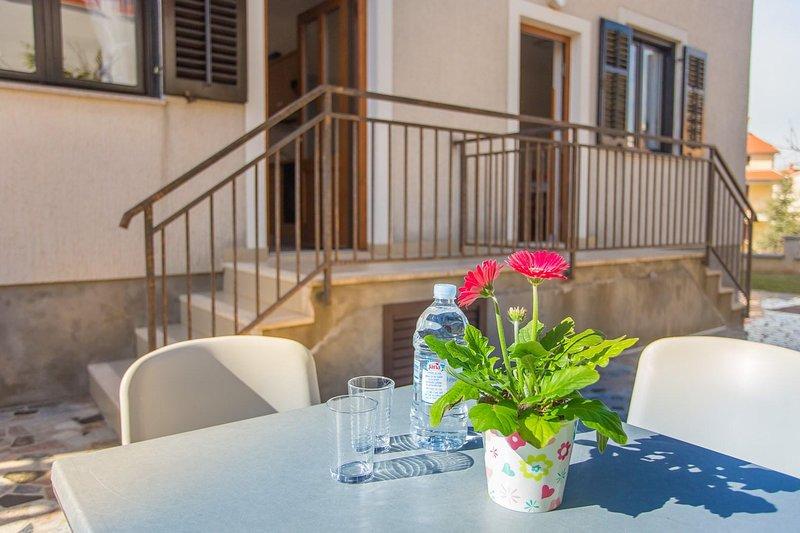 Home Decor,Handrail,Furniture,Chair,Flower