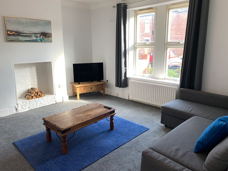 COSY GROUND FLOOR APARTMENT CLOSE TO EVERYTHING ⭐MINUTES WALK FROM THE RVI &CITY, holiday rental in Wylam