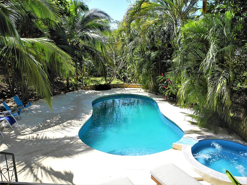 Playa Guiones private home. 8 minute walk to beach