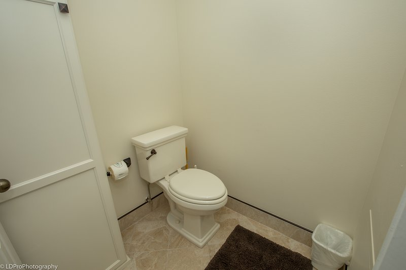 Indoors,Room,Toilet,Bathroom,Flooring