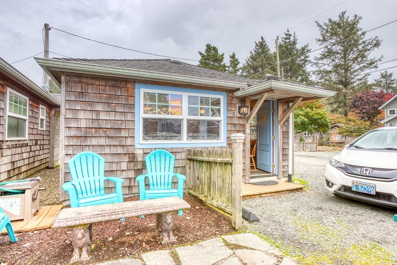 Serene dog-friendly cottage just blocks from the beach & main drag!, location de vacances à Cannon Beach