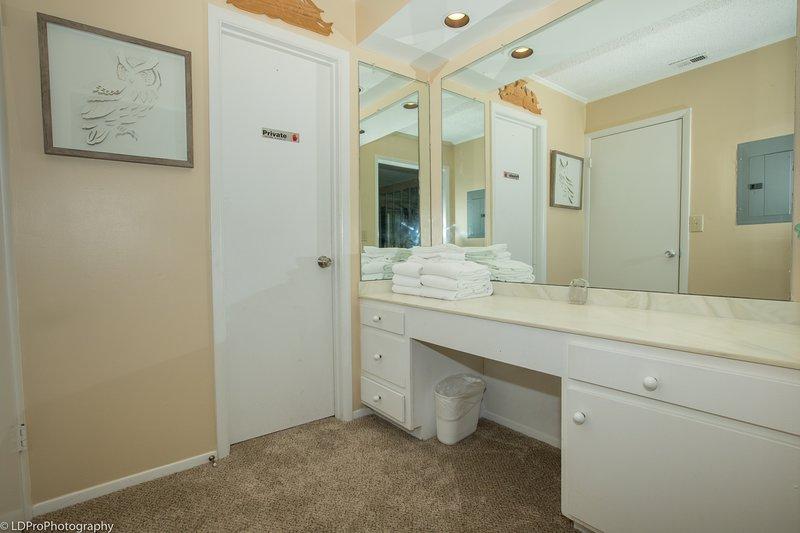 Flooring,Floor,Furniture,Double Sink,Indoors