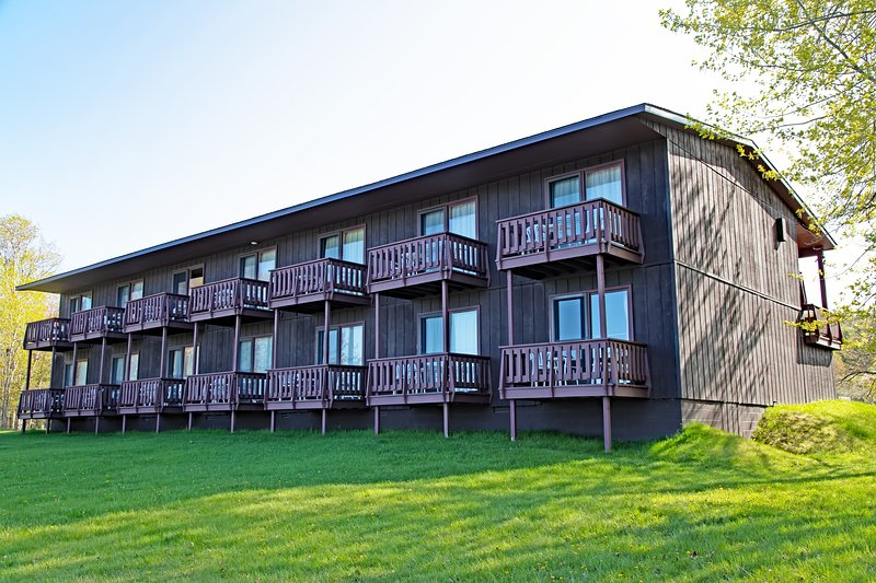 Lake ***** Hooe Resort-2 bed with Balcony #12, vacation rental in Copper Harbor