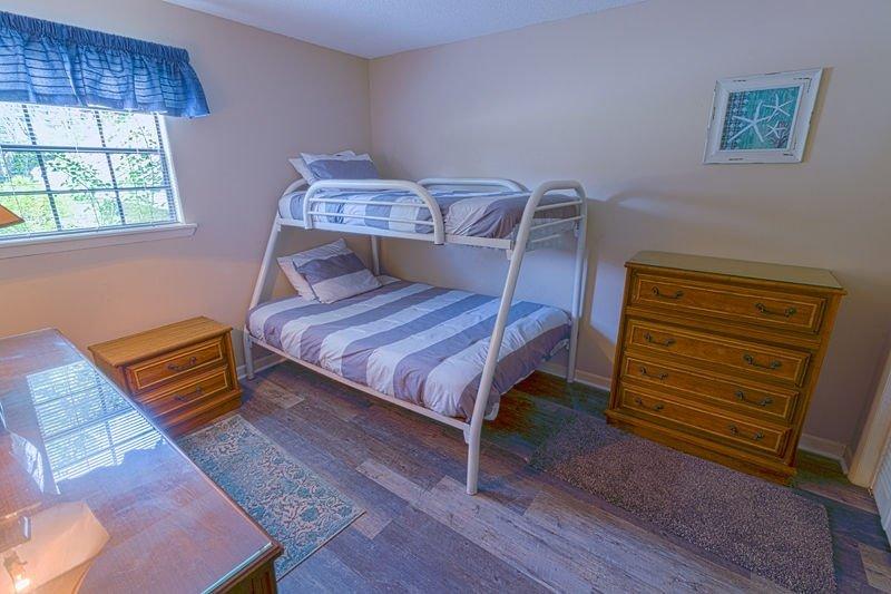 Room,Bedroom,Indoors,Furniture,Bed