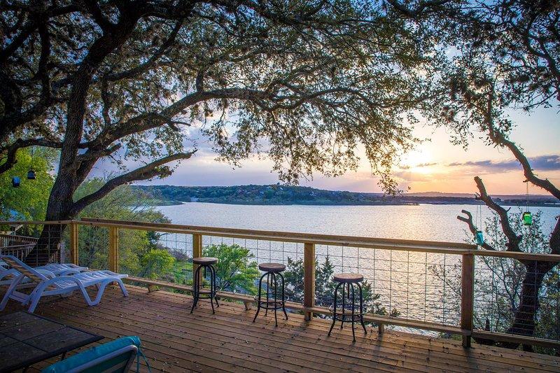 CLIFF HOUSE AT CANYON LAKE, casa vacanza a Spring Branch