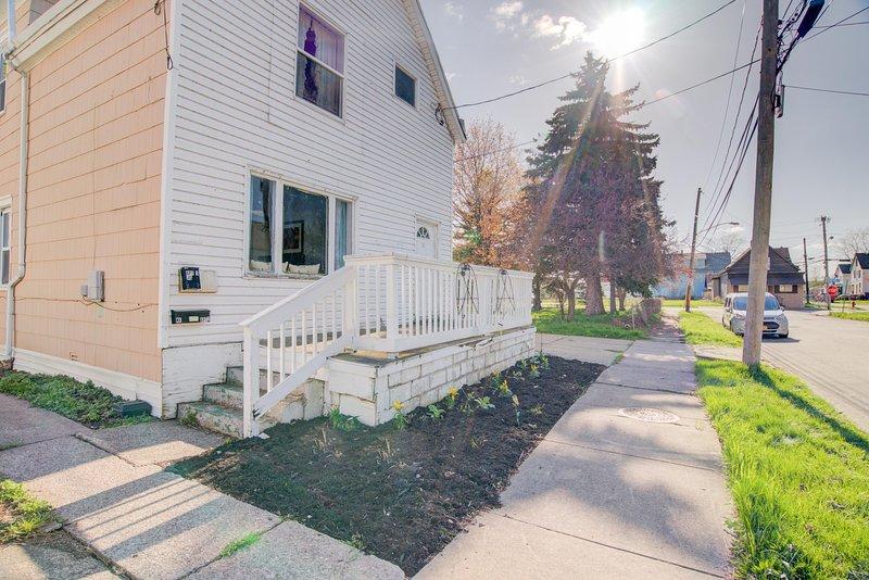 Path,Sidewalk,Flagstone,Walkway,Handrail