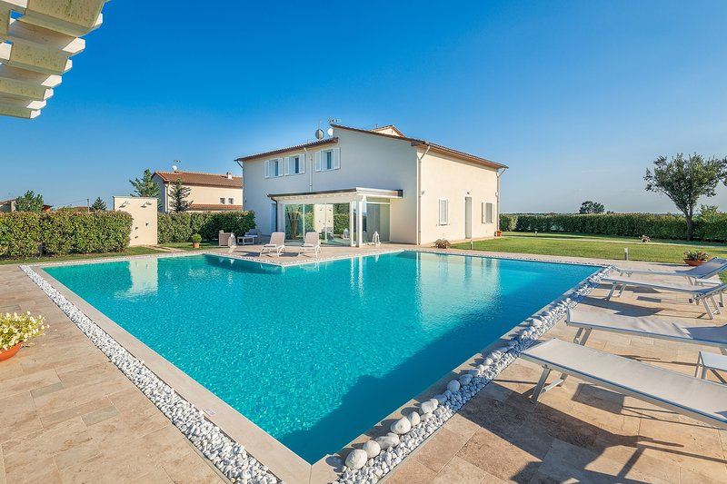 Chiesina Ponziani Villa Sleeps 13 with Pool and Air Con - 5783523, holiday rental in Borgo a Buggiano