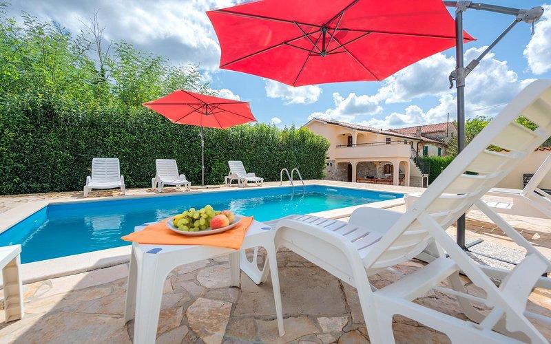 Garden Umbrella,Patio Umbrella,Building,Jacuzzi,Tub