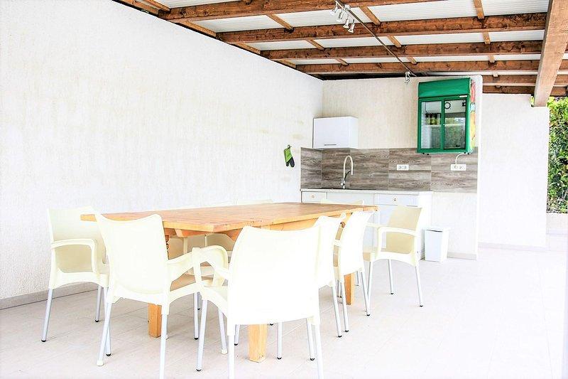 Sedia, Mobilio, Ambientazione interna, Camera, Edificio