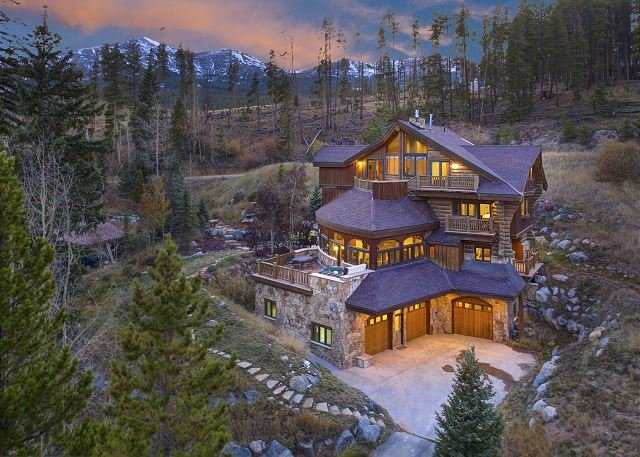 The Majesty of the Rockies w/ On-Call Shuttle Service, Hot Tub & Billiards, vacation rental in Breckenridge