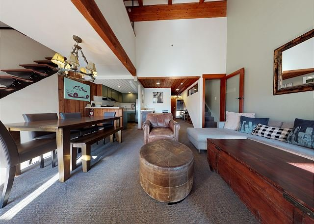 Val D'Isere #27-Village Location Next To All The Action! Sunny pool & hot tub, vacation rental in Mammoth Lakes