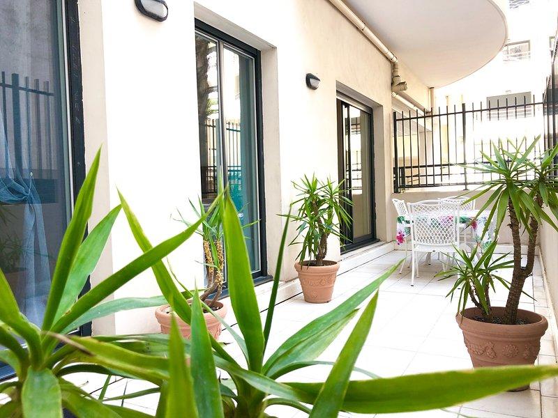 Terraza tranquila de 20 metros cuadrados - para disfrutar de una cena y vida al aire libre