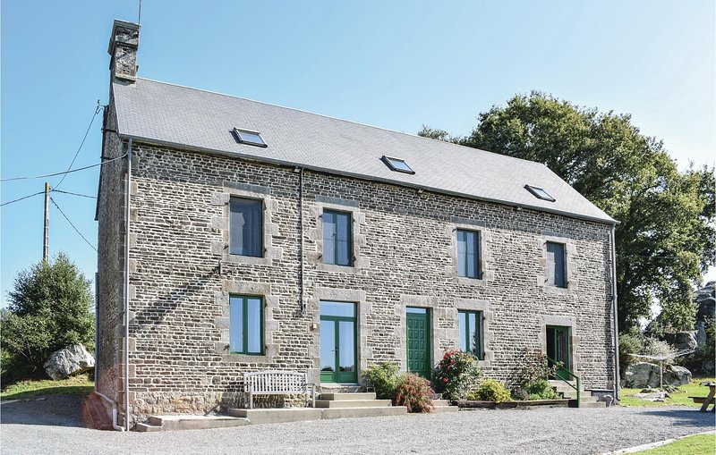Beautiful home in St.Clement Rancoudray with Sauna and 5 Bedrooms (FNM277), vacation rental in Saint-Georges-de-Rouelley