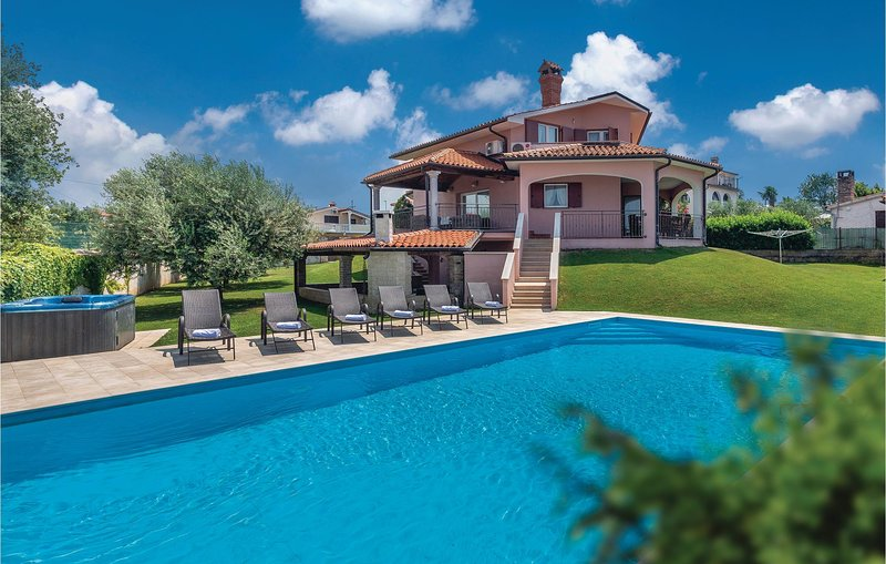 Amazing home in Nova Vas with Jacuzzi, WiFi and 4 Bedrooms (CIE569), holiday rental in Rosini
