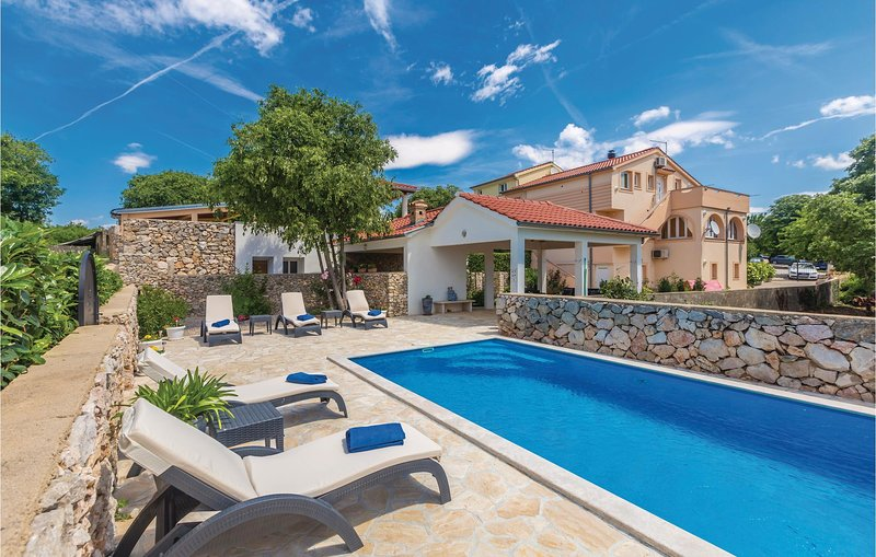 Awesome home in Garica with WiFi and 3 Bedrooms (CKK644), holiday rental in Garica
