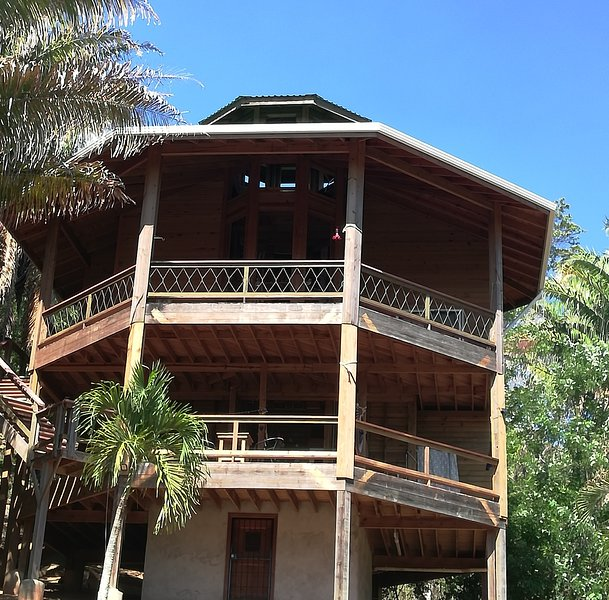 Pirate Queen Guest Room ,Runaway Pineapple Lodge – semesterbostad i West End