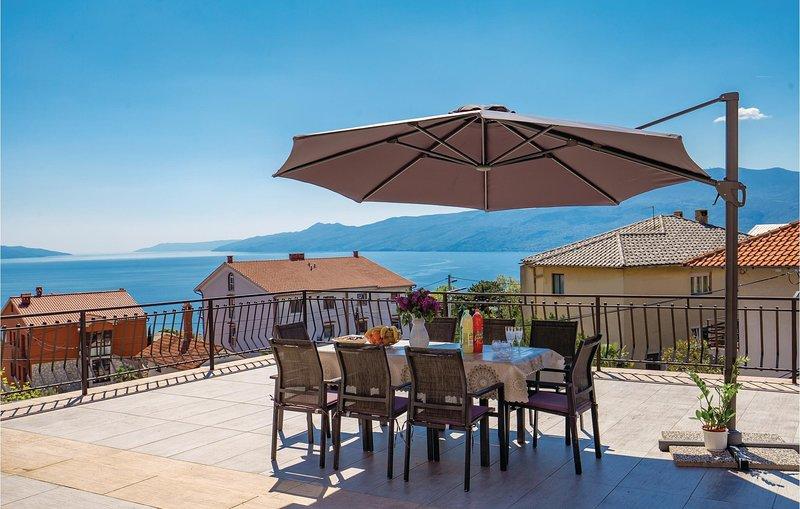 Amazing home in Rijeka with WiFi and 2 Bedrooms (CKO986), alquiler de vacaciones en Marinići
