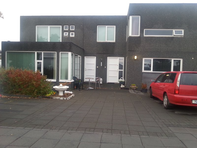 One bedroom apartment,car incl. In Seltjarnarnes., vacation rental in Seltjarnarnes