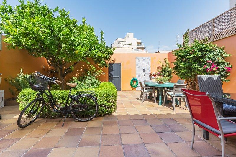 Casa en Portixol-Molinar con patio jardín al lado del mar, holiday rental in Es Pillari