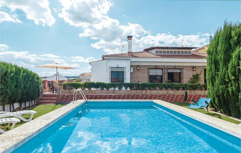 Beautiful home in Hornachuelos with Outdoor swimming pool, Outdoor swimming pool, casa vacanza a Rivero de Posadas
