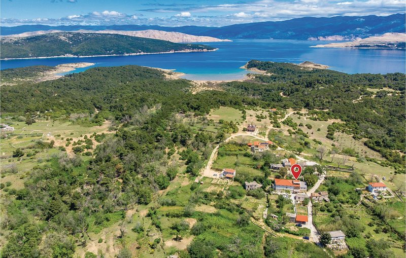 Nice home in Lopar with WiFi and 3 Bedrooms (CKR583), aluguéis de temporada em Lopar