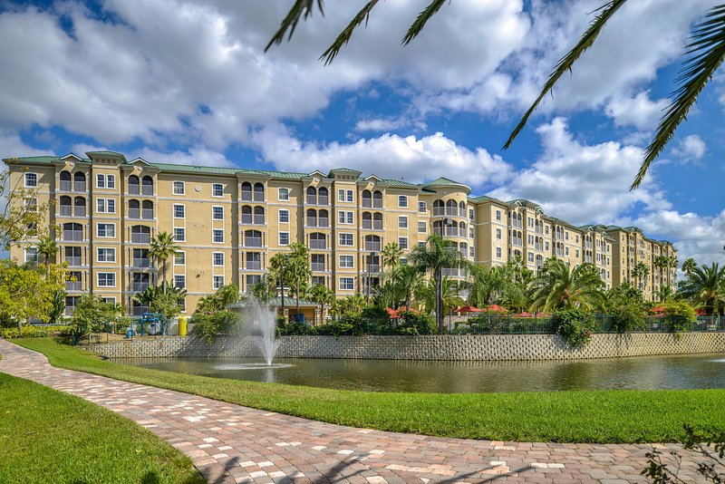 Stunning 2BR w/ WiFi, Resort Pool & Just 3 Miles From Disney!, holiday rental in Celebration