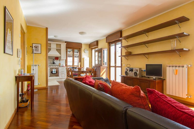 Bright house with 2 bedrooms & a unique terrace, vacation rental in Azzano San Paolo