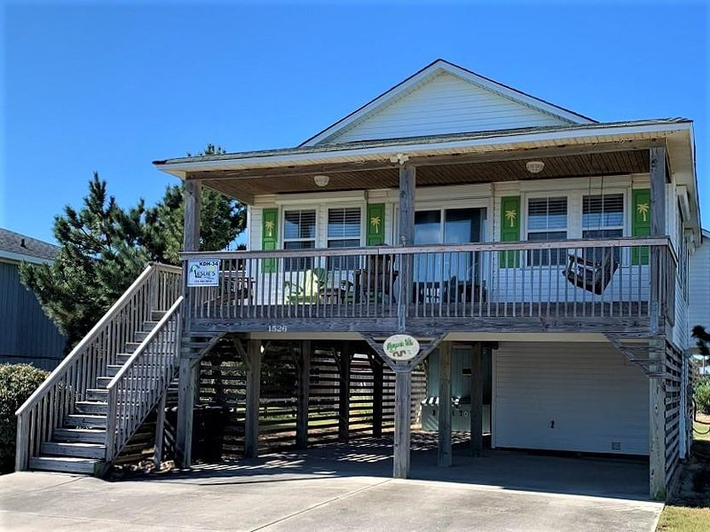 Centrally Located in KDH: 4 Bedrooms, Private Pool, Hot Tub, Walk to the Beach, holiday rental in Kill Devil Hills