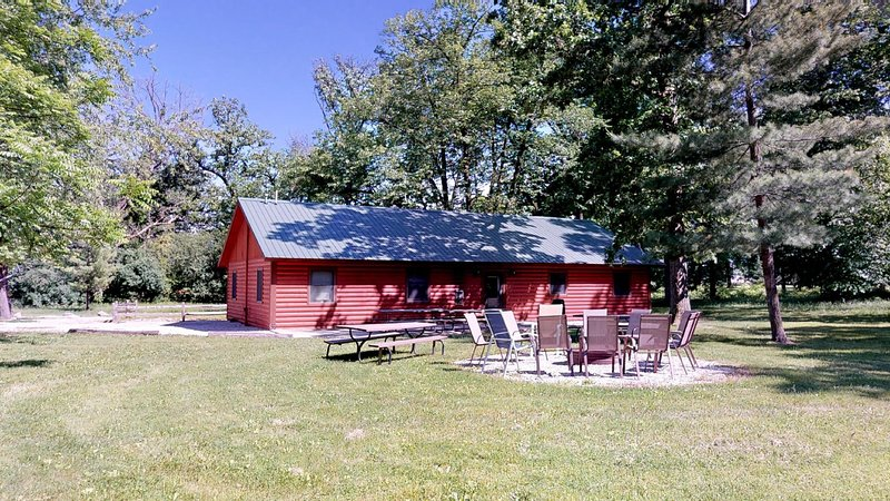 Kishauwau's Starved Rock Area Cabins Utica IL Grandma's Cabin, vacation rental in Utica