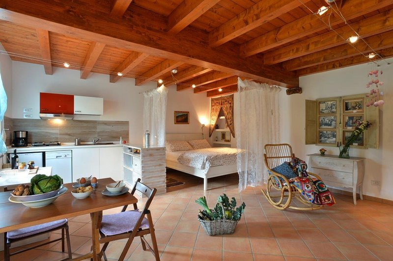 Ecofriendly loft at Il Laghello di Amina., vacation rental in Framura