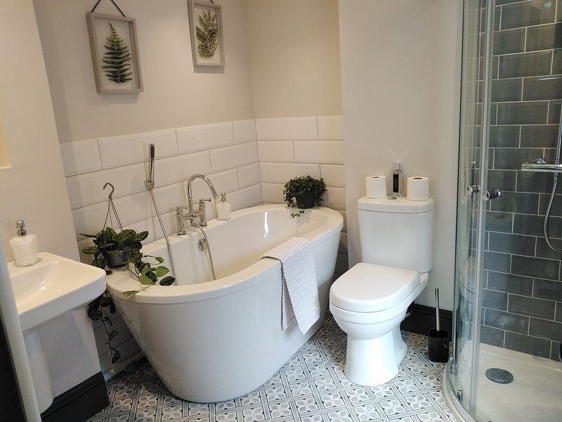 Aubrey Cottage, a beautifully renovated town centre victorian cottage, vacation rental in Cowbridge
